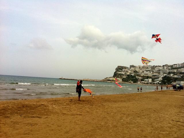 Peschici [panorama dalla spiaggia]