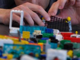 Al lavoro con i Lego
