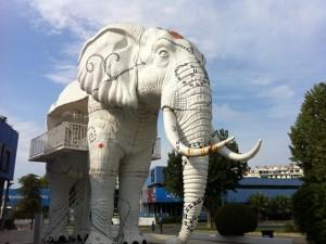 """Istallazione """"elefante"""" del polo fieristico di Salonicco - ©AlessandraColucci"""
