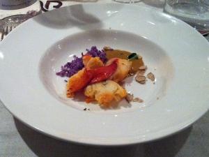 QB - Astice blu con patate viola, salsa di ricci di mare e tartufo bianco © Alessandra Colucci