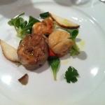 QB - Capesante scottate, foie gras e insalatina di coriandolo e pere © Alessandra Colucci