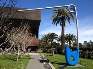 San Francisco - de Young Museum - Claes Oldenburg - Corridor Pin © Alessandra Colucci