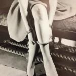 London - Design Museum - lezione su come indossare le calze di nylon © Alessandra Colucci