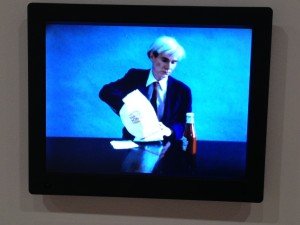 London - Hayward Gallery - Andy Warhol mangia Burger King 1982 © Alessandra Colucci
